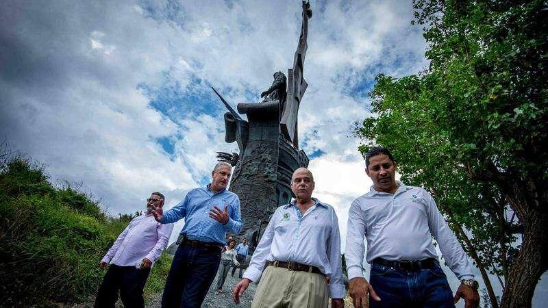 Escultor ruso demanda a empresario por la Estatua Colón