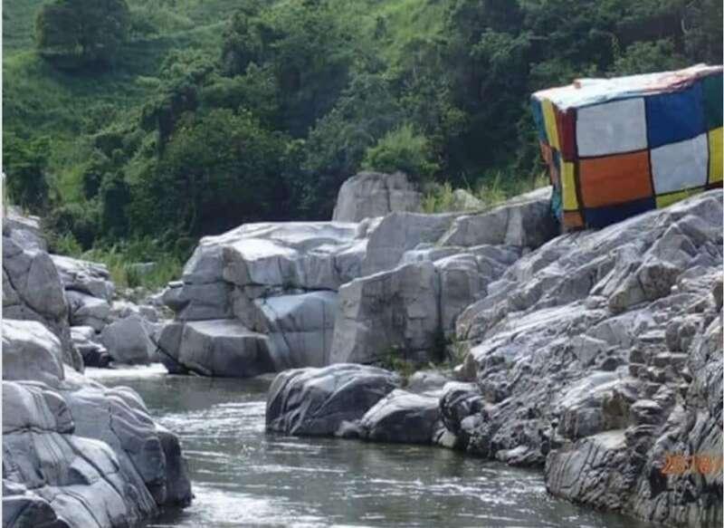 'Feliz' pese a posible daño el responsable pintar una piedra en río Caonillas
